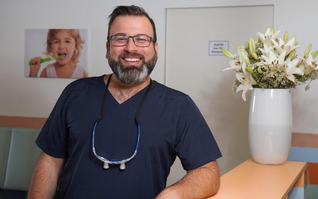 Zahnarzt Herr Aljawad