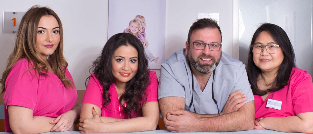 Das Team der Praxis Kinderzahn Bogenhausen mit Zahnarzt Aljawad